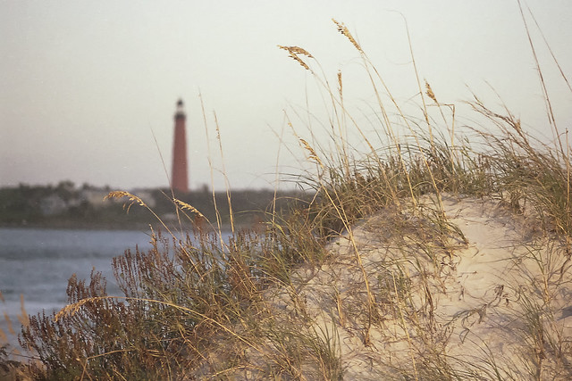 Dunes and the Lighthouse. (Las dunas y el faro).
