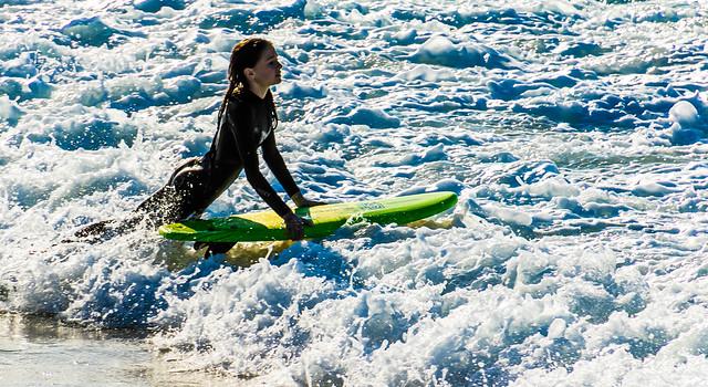 surfer bride in lace of white foam__