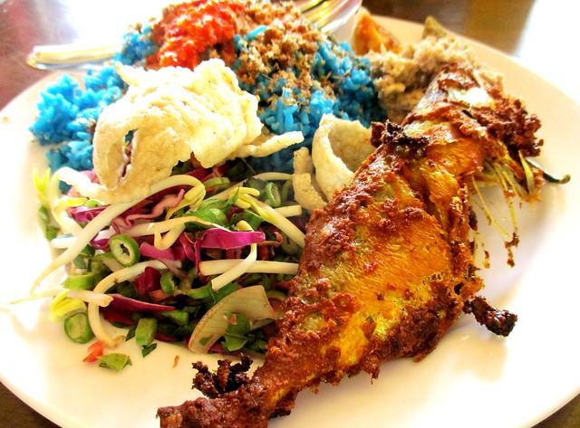 Nasi kerabu ikan