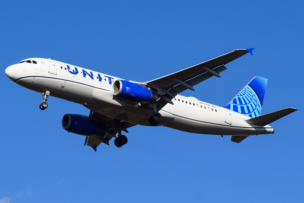 United Airlines Airbus A320-232 N423UA