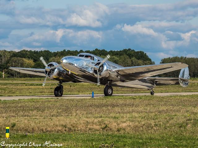 Artdeco Aviation Lockheed 12A Electra Junior NC18130 02