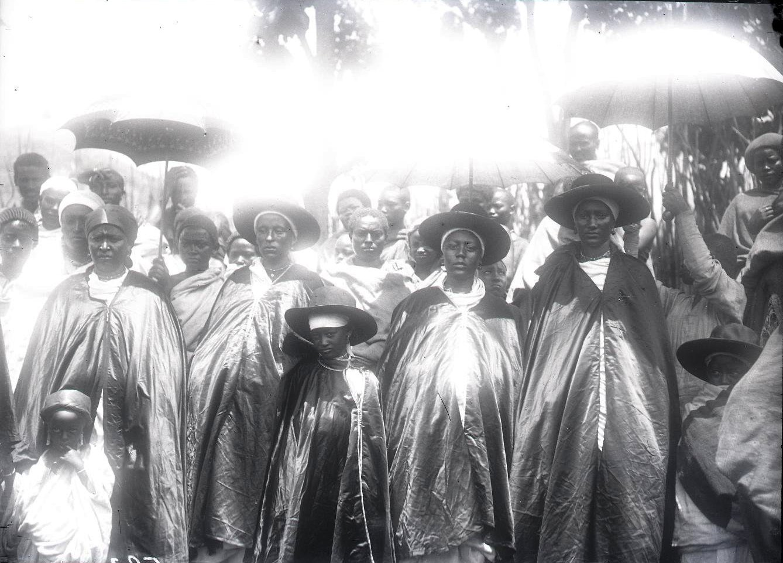 583. Жены вождя Мигеро