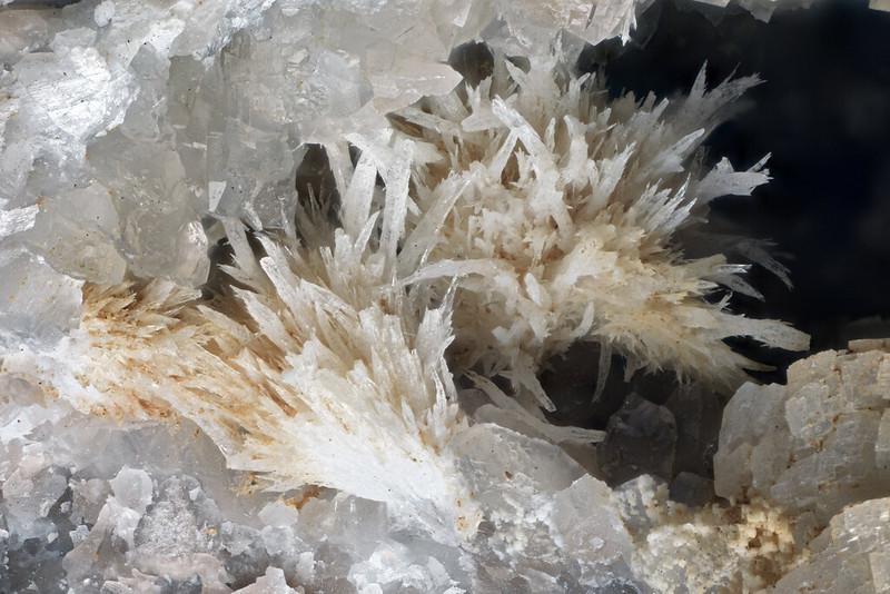 ストロンチアン石 / Strontianite