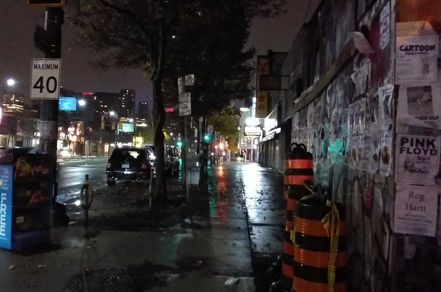 Spadina below College (2) #toronto #spadinaavenue #spadina #chinatown #night #sidewalk #latergram