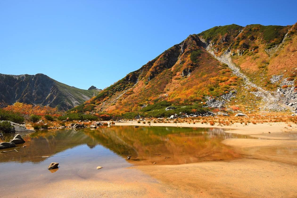 濃ヶ池からの宝剣岳 紅葉登山