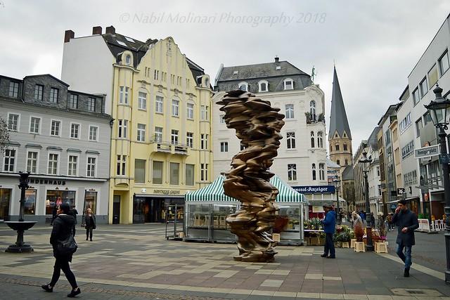 Street art : Mean Average Sculpture by Cragg in Remigiusplatz Square, Bonn