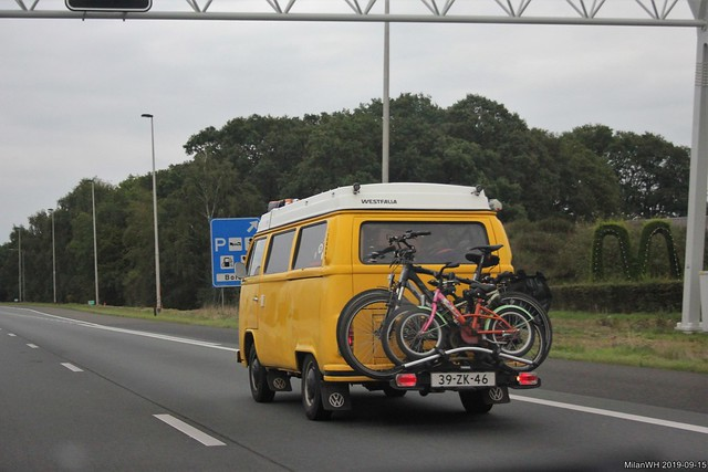 Volkswagen Transporter T2 Westfalia camper 1973 (39-ZK-46) with bicycle carrier