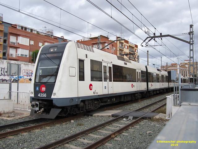 Tren de Metrovalencia (UT 4356) a su paso por TORRENT (Valencia)