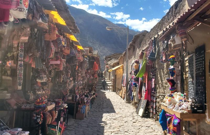 Ollantaytambo village market