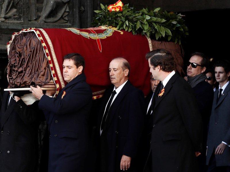 西班牙獨裁者佛朗哥棺木自烈士谷移出。(圖片來源:Pool/Getty Images)