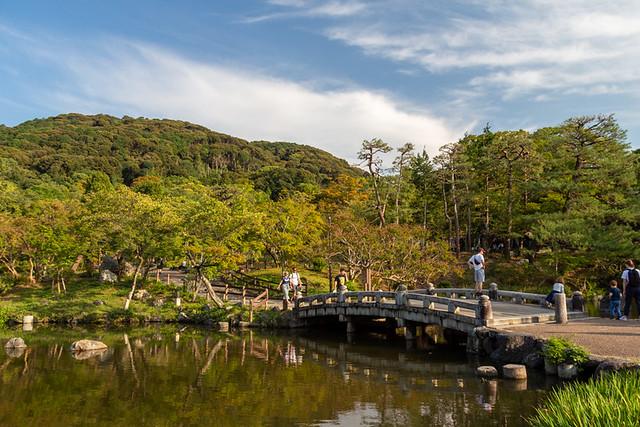 Yasaka Shrine lake