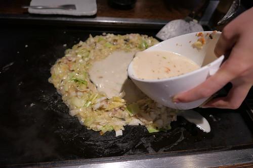 豚と高菜とそばのとんこつスープもんじゃ
