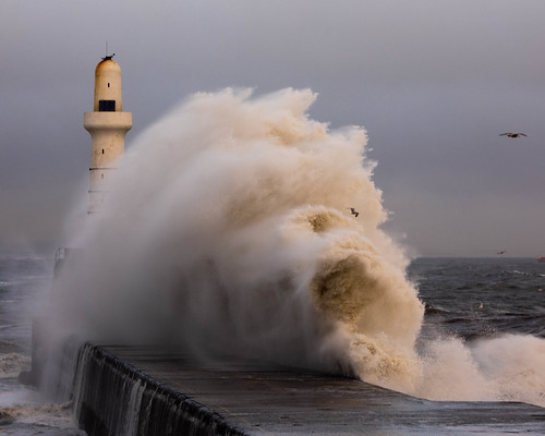 aberdeen aberdeenharbour southbreakwater storm water wave lighthouse scotland sea northsea landscape canon canon5d eos