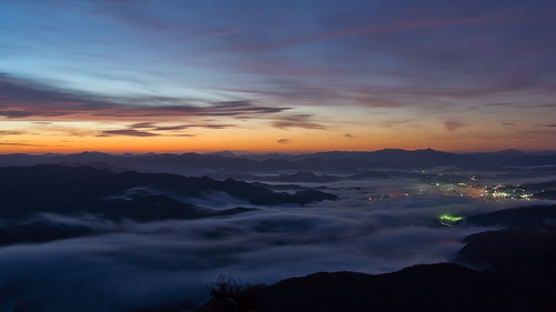 morning sunrise night city llight clouds mountain japan toyooka kinosaki sony nex7 sel1670z 1670mm 豊岡 城崎 来日岳 seaofclouds