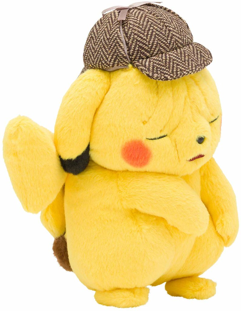 一臉衰樣反而更萌!Pokémon Center 推出官方《名偵探皮卡丘》臉皺成一團的皮卡丘 絨毛布偶(しわしわ顔のぬいぐるみ 名探偵ピカチュウ)越看越母湯