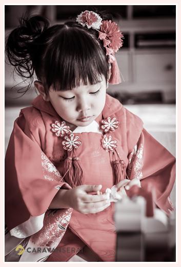 3歳の女の子の七五三 赤い被布 赤い髪飾り ヘアスタイル