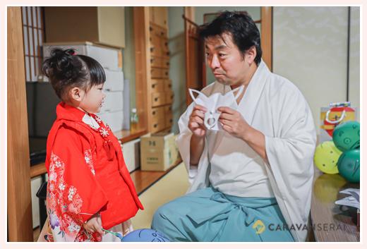 景行天皇社 宮司さんによる切り絵・キャラクター絵風船のプレゼント(愛知県長久手市)