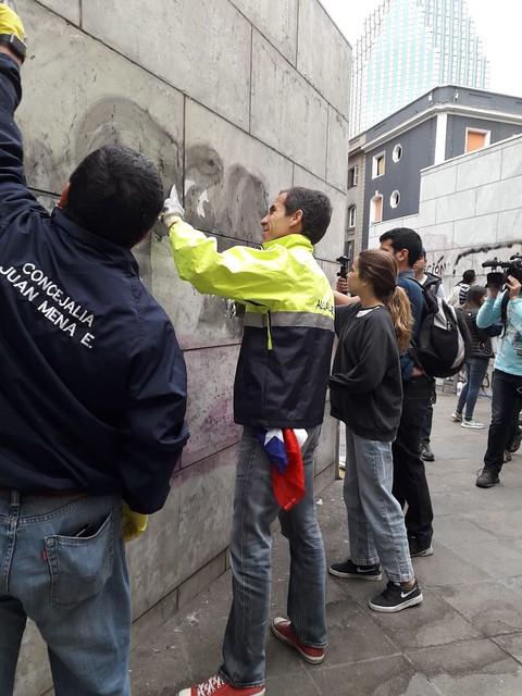 #EnTerreno: Voluntarios Ayudan a Limpiar Fachadas con el Alcalde