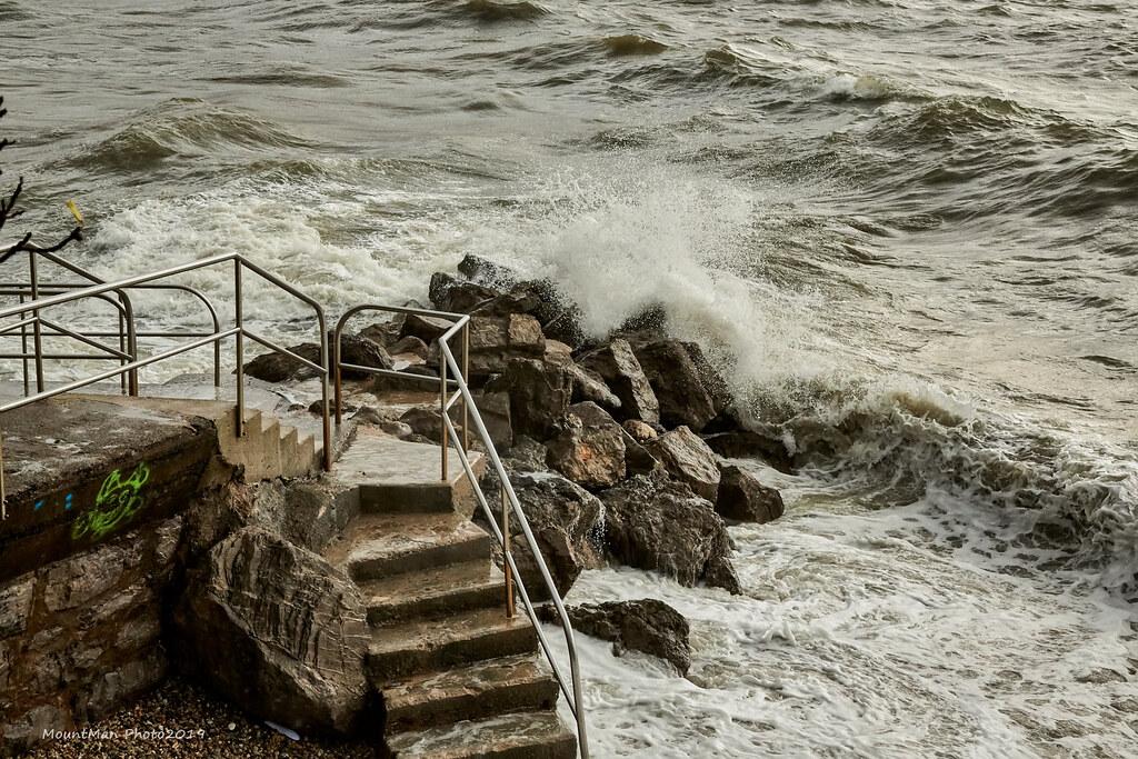 Razbijanje valova o stijene - Volosko