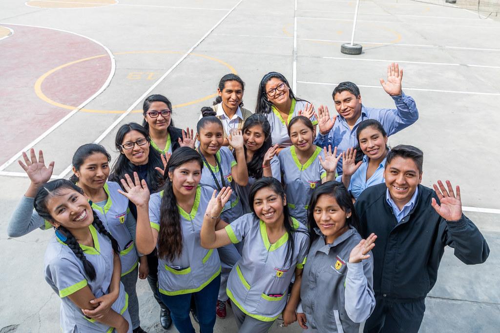 Talentos de EIB enseñan quechua a escolares del Fe y Alegría N.º 37