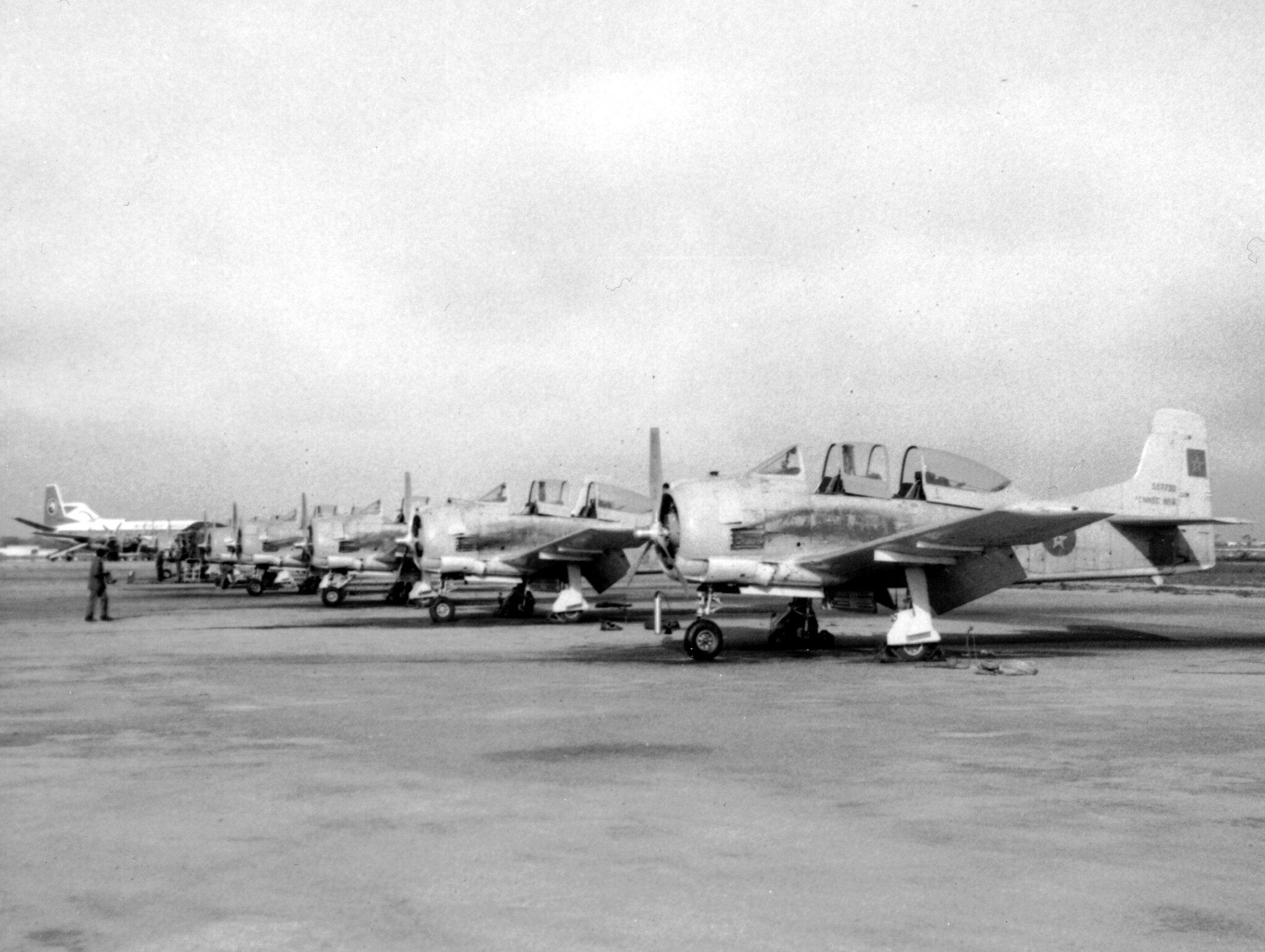 FRA: Photos anciens avions des FRA - Page 13 49014572681_7eacc65373_k