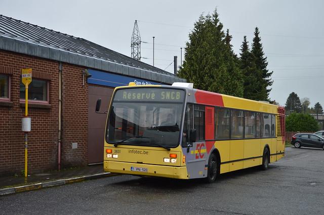 Van Hool A330 3831 Piéton