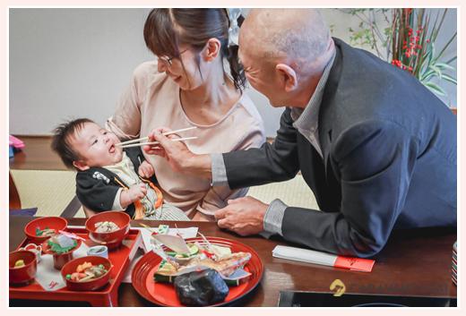 お食い初め 赤ちゃんと同性の年長者が箸役