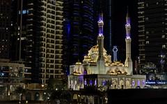 Mezquita entre gigantes