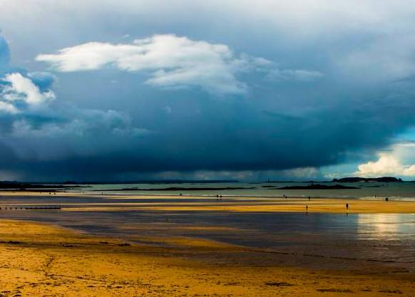 Plage de st Malo après la pluie.