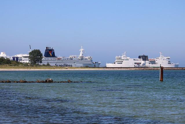 Scandlines: Fährschiff KRONPRINS FREDERIK und Doppelendfährschiff DEUTSCHLAND in Puttgarden