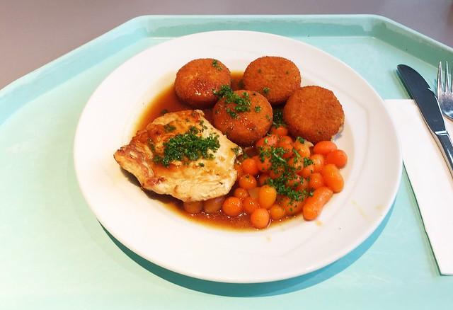 Turkey escalope in honey pepper sauce with carrots & potato cookies / Putenschnitzel in Honig-Pfeffersauce dazu Pariser Karotten & Kartoffelplätzchen