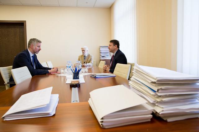 05.11.2019 Întrevederea dlui Igor MUNTEANU, președintele Comisiei Economie, buget și finanțe, cu E.S. dl Uldis MIKUTS, Ambasador Extraordinar și Plenipotențiar al Republicii Letonia în RM.