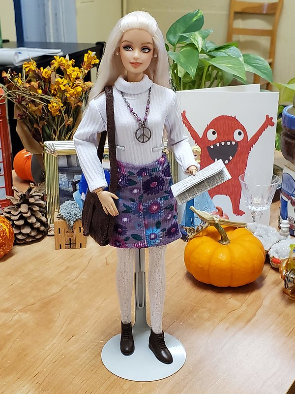 The purse is borrowed from Gray sweater-dress Barbie, and the newspaper is from Hudson's Bay Barbie.  The white bodysuit is from R&D Susie.