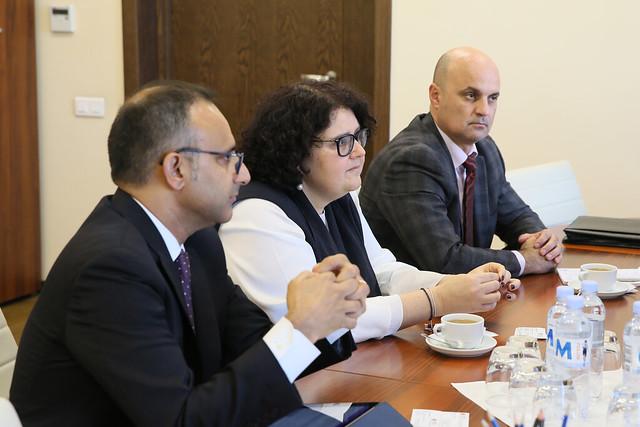 05.11.2019 Întrevederea dlui Igor MUNTEANU, președintele Comisiei Economie, buget și Finanțe cu o delegație a Băncii Mondiale