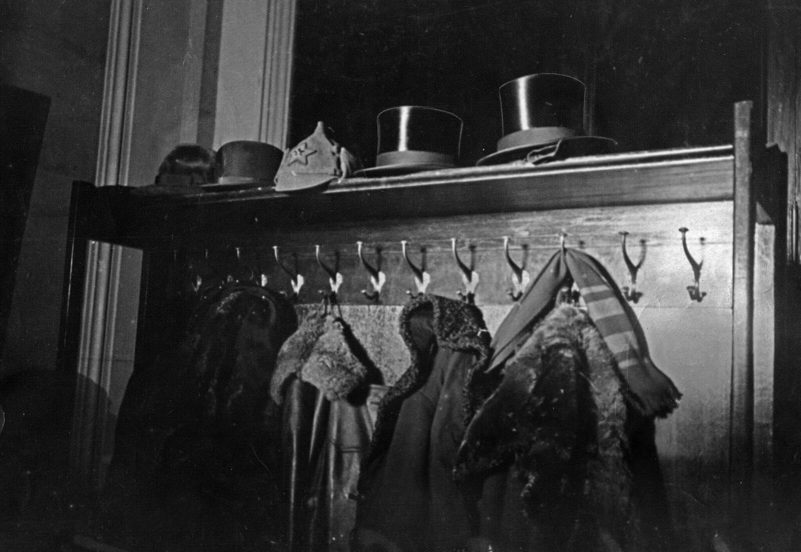 1934. Вешалка в резиденции первого посла США в Советском Союзе Уильяма Буллита