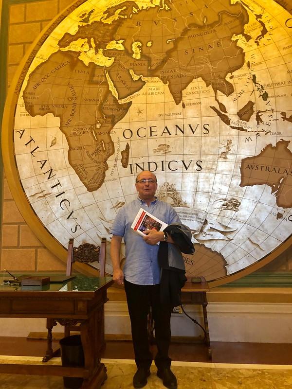 Vidal en la logia de los mapas