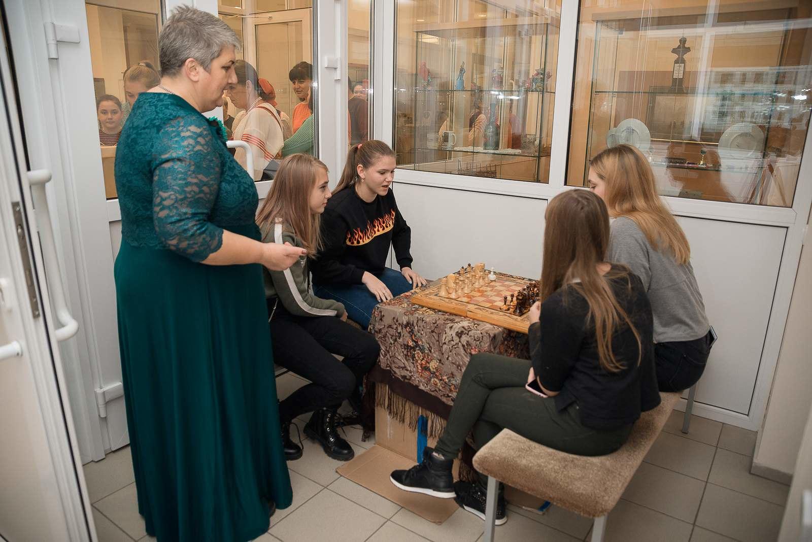 Лермонтов прекрасно владел искусством шахматной игры, «выбирая в соперники только сильных игроков»