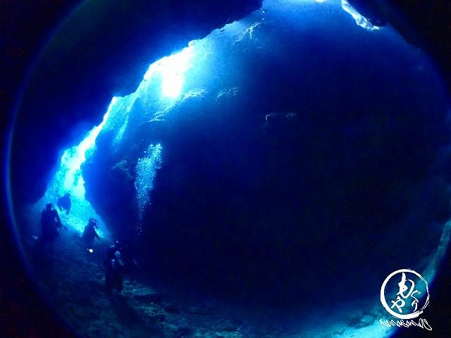洞窟に差し込む光は何度見ても美しい。