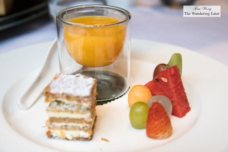 Chilled Mango Cream, Sago Grapefruit; Napoleon Cake; Cantonese Seasonal Fruits (杨枝甘露;拿破仑;配岭南鲜水果[位上])
