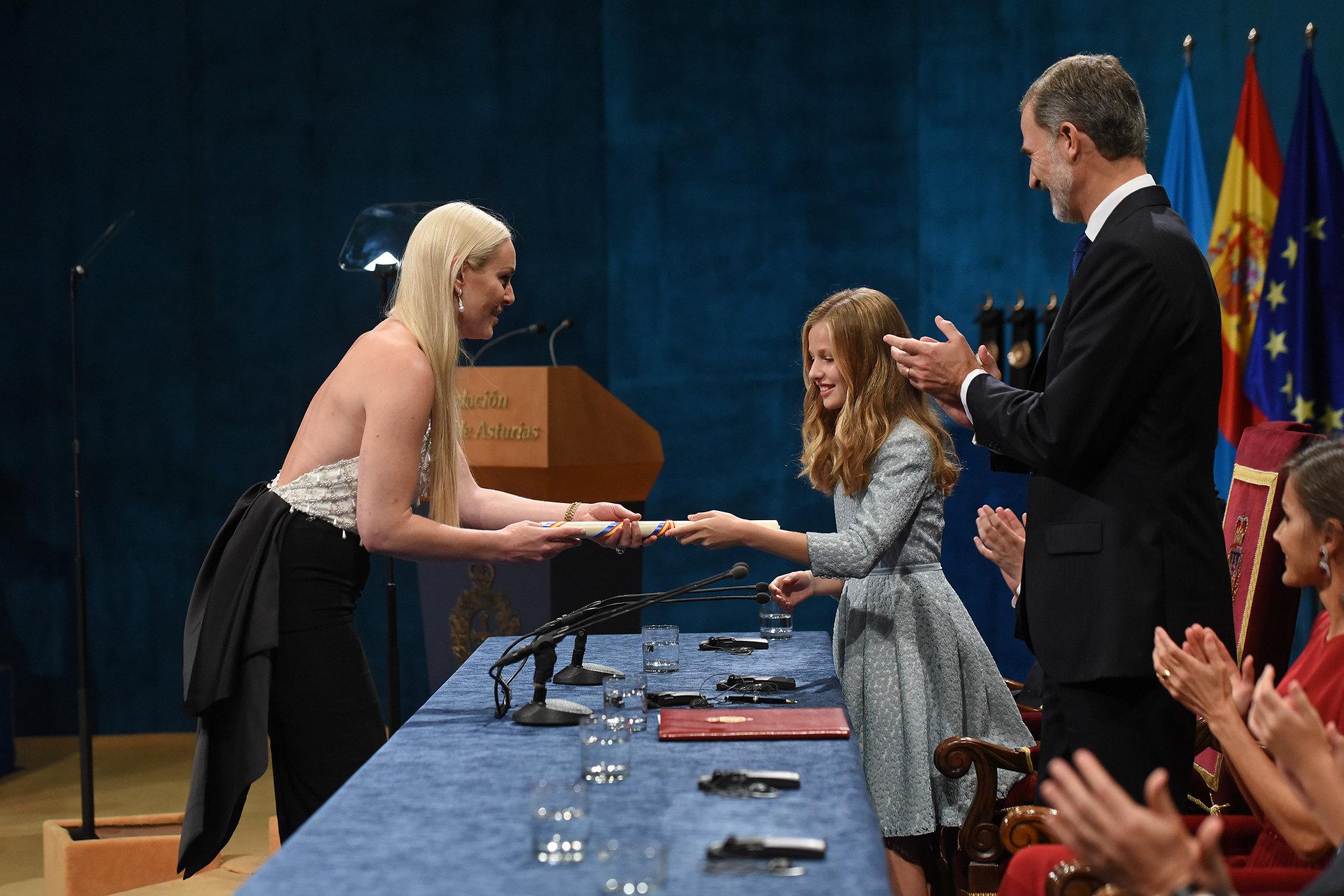 La Princesa de Asturias entrega el premio a Lindey Vonn.  FPA Iván Martínez