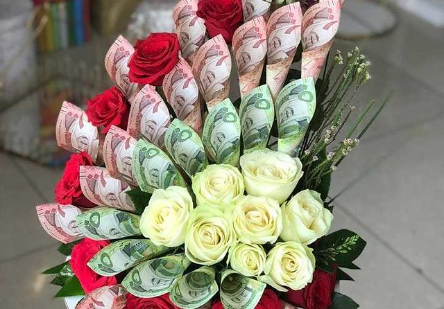 5435 SR 10,000 fine for decorating bouquet with Saudi currency