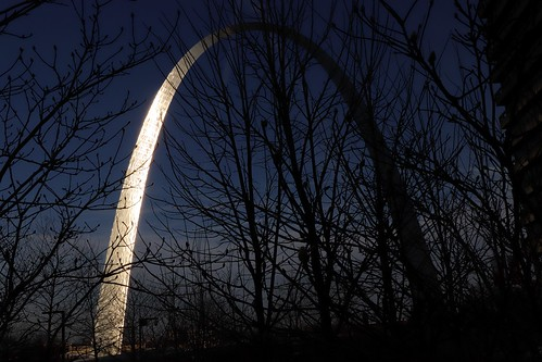gateway giant gigante arch saint louis stlouis mo missouri architect shine reflection sunset sun ray fall winter autumn outdoor engineering wonder
