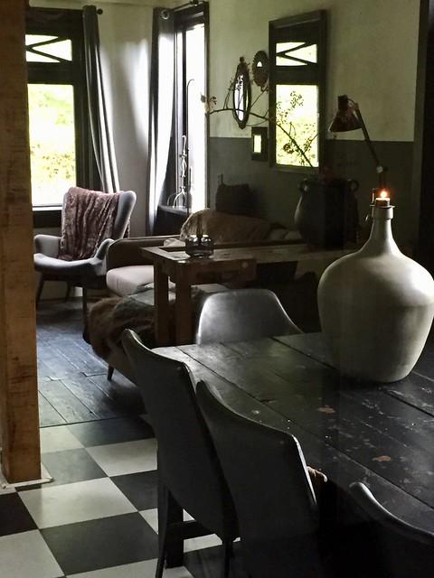 Zwart wit vloer landelijke eetkamer
