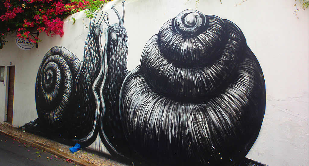 Street art in Lagos, Portugal | Mooistestedentrips.nl