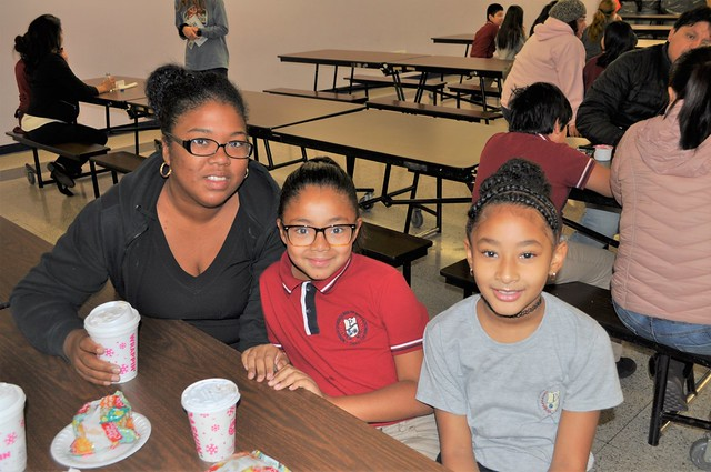 4th-Grade Muffins with Moms