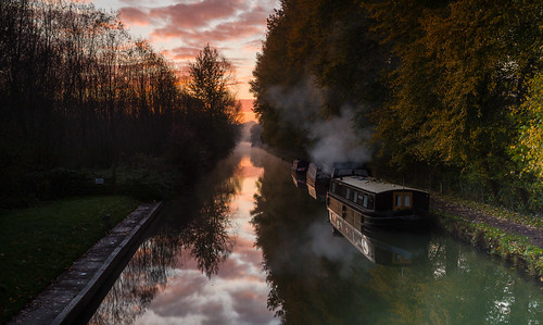 sunrise kennetandavon longboats canals skys moorings trees