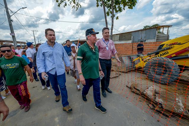 06.11.19 Prefeito vistoria implantação do sistema de abastecimento de água tratada na comunidade Parque das Tribos