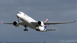Qatar Airways A350-941 msn 313