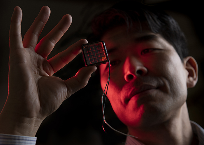 Histato Yamaguchi holding a photosensitive cell that has been coated with Atomic Armor, a R&D 100 winning project