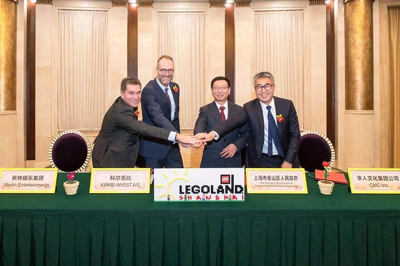 Signing - L-R Nick Varney, Jorgen Vig Knudstorp, Mr. Chen Yin, Mr. Ma Chun Lei